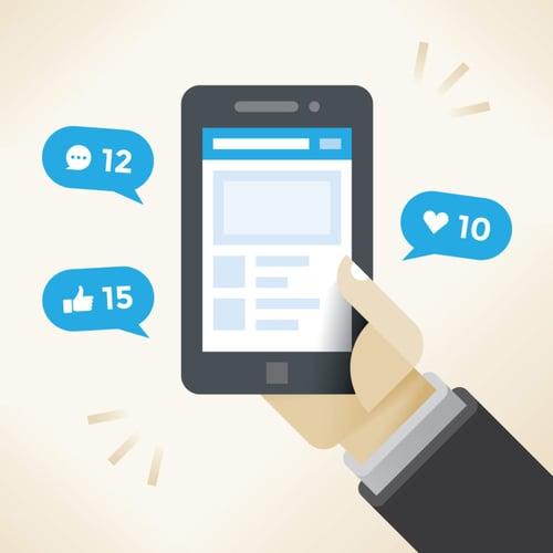 Interacciones en un smartphone tras cubrir un evento en redes sociales